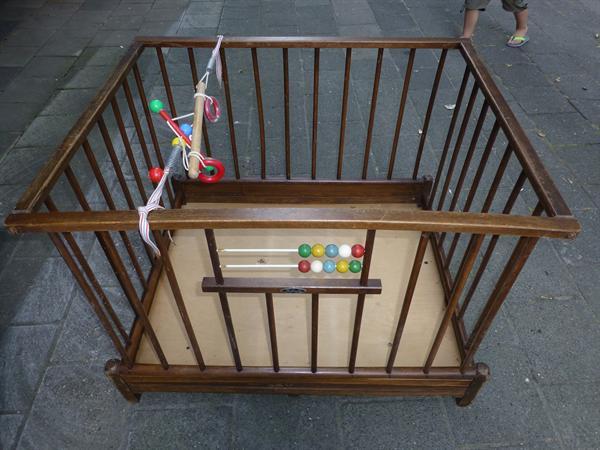 eiken houten kinder box met speelgoed  inklapbaar