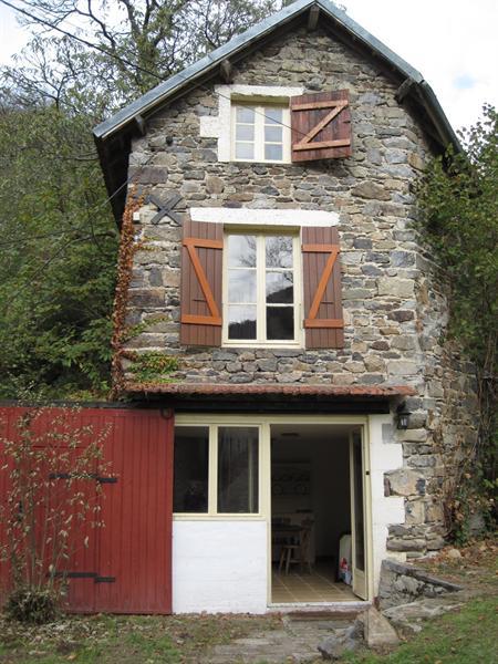 Molenaarshuisje gelegen aan de rivier la Sioule
