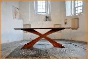 Elegante ovale tafel met gebogen poten